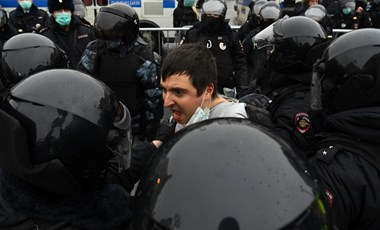 Durva fellépéssel oszlatták fel az eddigi legnagyobb Navalnij-féle tüntetést Oroszországban