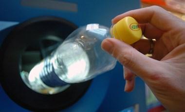Egyszerűen újrahasznosíthatóvá tehetnék a cégek a csomagolásokat, mégsem teszik meg sokan ezt az apró lépést