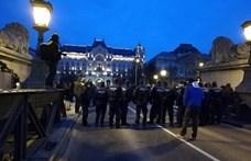 A tüntetők lezárták a Lánchidat