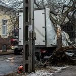 Fotók: Súlyos balesetek történtek a napokban Budapest-szerte