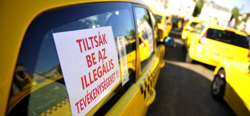 Félig lezárták a Lánchidat a taxisok