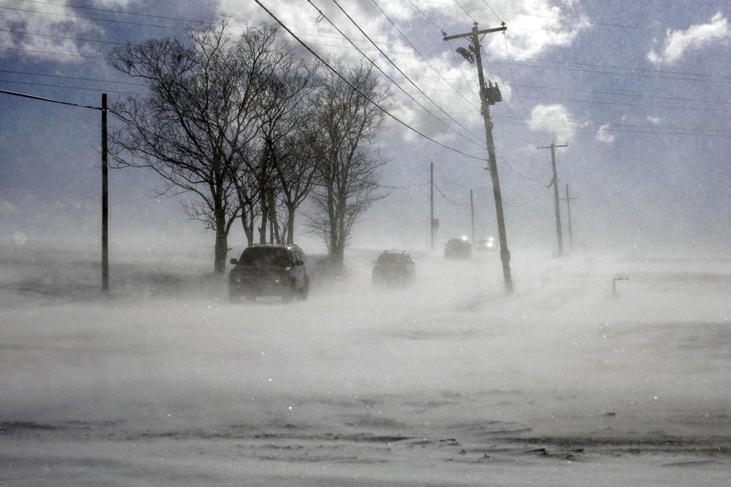 !! AP !!! 19.02.28ig! 19.01.31. Hóátfúvás egy országúton, a Pennsylvania állambeli Mount Joy közelében 2019. január 30-án, amikor az Egyesült Államok északi és középnyugati államaiba betörő sarkvidéki hideghullám az észak-keleti partvidék felé mozog.