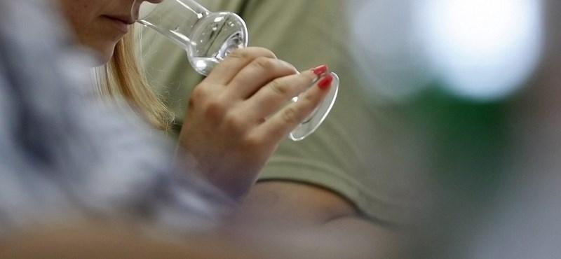 """Többféle barackpálinka összekeveréséből készül a """"nemzeti összetartozás itala"""""""