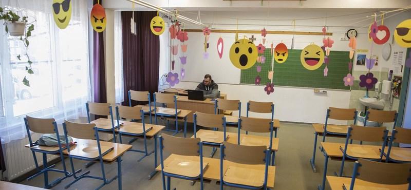 Hétfőn kinyit, de közben online oktatást is folytat egy budapesti általános iskola