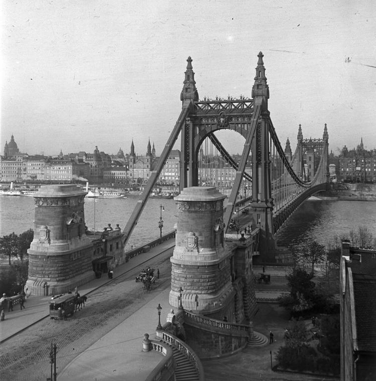 fortepan_! 1912. - Erzsébet híd budai hídfő - Erzsébet híd,nagyítás
