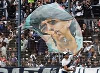 Maradona nem csak focista, popsztár és népi hős is volt egyszerre