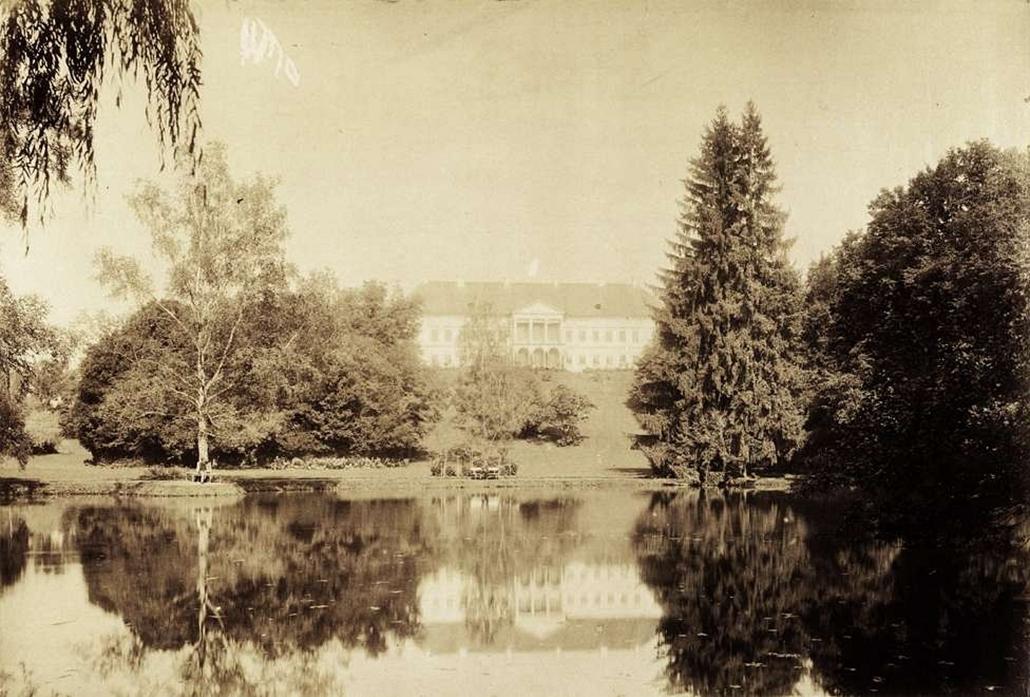 fortep_! - Klösz György kastély nagyítás - Coburg Fülöp Felsőbalogon lévő kastélyának tava. A felvétel 1895-1899 között készült.