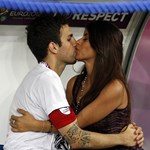 Fotó: így csókolózott Fabregas a döntő után barátnőjével