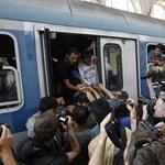 """""""Bécsbe akarunk menni!"""" - Nagyszentjánosnál megállították a második menekültvonatot is"""