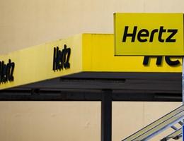 200 ezer autótól kellene nagyon gyorsan megszabadulnia a Hertznek