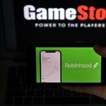 Újra kereskedhetnek GameStop-részvényekkel kedvenc alkalmazásukon a Reddit brókerei