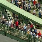 Újra megkapják a gyalogosok a Szabadság hidat