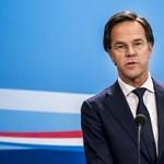 Hazugságon kapták, de túlélte a bizalmatlansági szavazást Mark Rutte