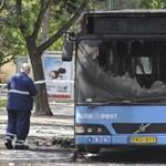 Fotók: Teljesen kiégett egy 26-os busz a Margitszigeten