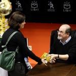 Rendkívüli biztonsági intézkedések közepette kezdődött a könyvvásár Frankfurtban