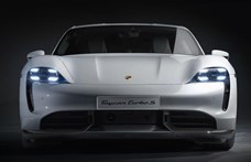 Újít a Porsche: villanyautóba sportos motorhang felárért