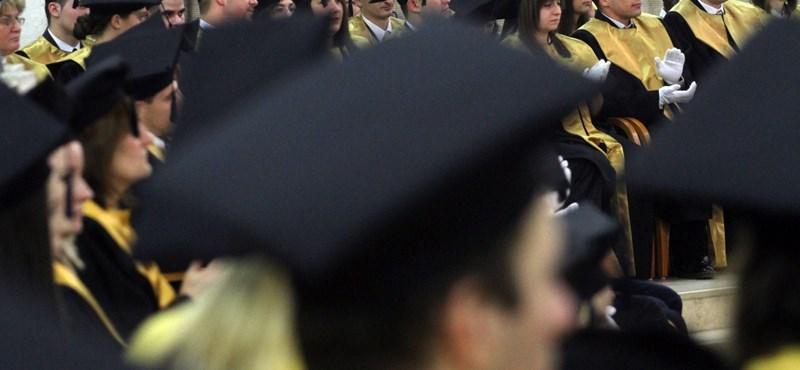 Az államtitkár szerint nincs baj, több a friss diplomás, mint korábban