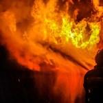 Ketten haltak meg egy felgyújtott kaposvári lakásban, Izraelben fogták el a gyanúsítottat