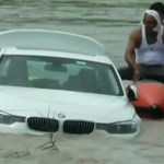 Nem örült, hogy születésnapjára BMW-t kapott, ezért a folyóba lökte a kocsit