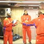 A Deák téri metróaluljáróban trükköztek a világhírű kosarastársulat tagjai