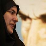 Azért vittek be 29 nőt Iránban, mert nyilvános helyen levették a kendőjüket