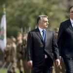 Szerb miniszterelnök: Nem irányítottunk menekülteket a magyar határra