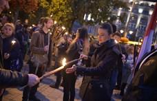 A jobbikosok lettek az ünnep vándorai: a belvárosból a köztévéhez, majd a Fidesz-székházhoz vonultak tojással dobálni