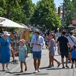 A NER nagyágyúinak belső migránsokkal kell osztozniuk a Balatonnál