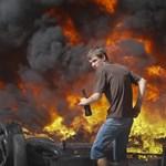 Fotók: Ismét lángoltak az autógumik a Majdanon