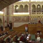Központilag lemondták Simicska lapját a parlamentben