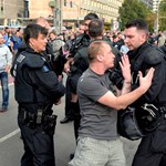 Halléban is náci jelképekkel tüntetett a szélsőjobboldal