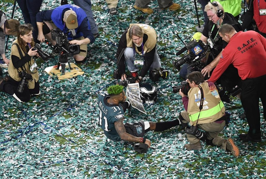epa.18.02.04. - Minneapolis, USA: Jalen Mills, a Philadelphia Eagles játékosa az 52. alkalommal megrendezett Super Bowl döntője után a minneapolisi U.S. Bank Stadionban 2018. február 4-jén. - amerikaifutball, amerikai foci, nfl
