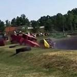 A nézők közé csapódott egy autó az ásotthalmi roncsderbin