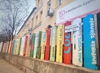 Bájos festést kapott a Bethesda Gyermekkórház betonkerítése