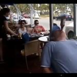 Három üveg sör 37 másodperc alatt, kéz nélkül (videó)