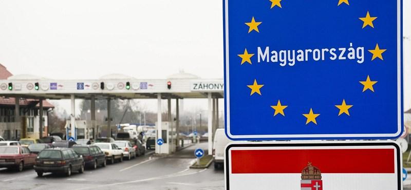 Index: elrontották a frissen kihelyezett magyar címert