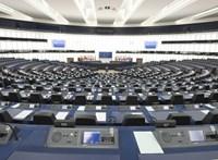 Viszik a pénzt a távozó britek, csúcstalálkozót hív össze az Európai Tanács elnöke
