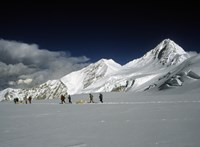 Az ember már akkor beszennyezte a Himaláját, mikor még el sem jutott oda