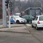 A 156-os busz balesete bénítja a Szilágyi Erzsébet fasort (fotók)