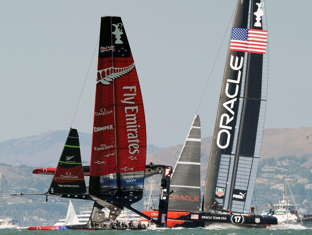 San Francisco, USA: - az Emirates Team New Zealand és az Oracle csapatának hajói a 34. Amerika kupán. - évképei, az év sportképei