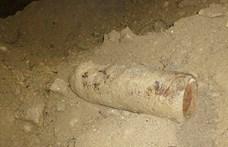 Egy 100 kilós légibombát és 18 gránátot találtak egy komáromi építkezésen