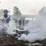 Eljárás indult a rendőr ellen, akinek a bemutatóján elsősök kilőttek egy könnygázgránátot