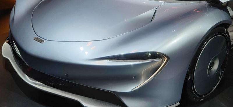 Megnéztük a McLaren új hiperautóját, amiben az utasok között ül a sofőr