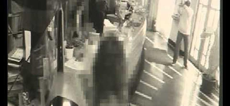 Videó: így raboltak ki egy takarékot Pécsett