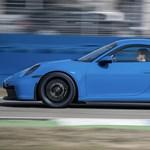 Ötezer kilométeren át 300 km/h-val: ezt is kibírja az új Porsche 911 GT3