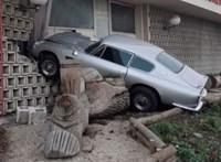 Szuperritka Aston Martin DB6-ot törtek össze egy rendőrségi üldözésben
