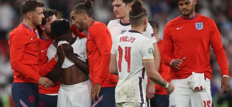 Los ataques racistas cruzaron el fuego sobre los futbolistas ingleses que lanzaron un penalti