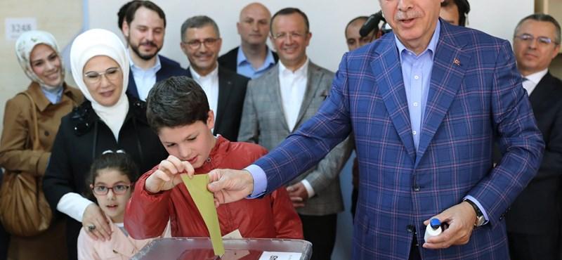 Török választások: egyelőre Erdogan vezet mindkét fronton