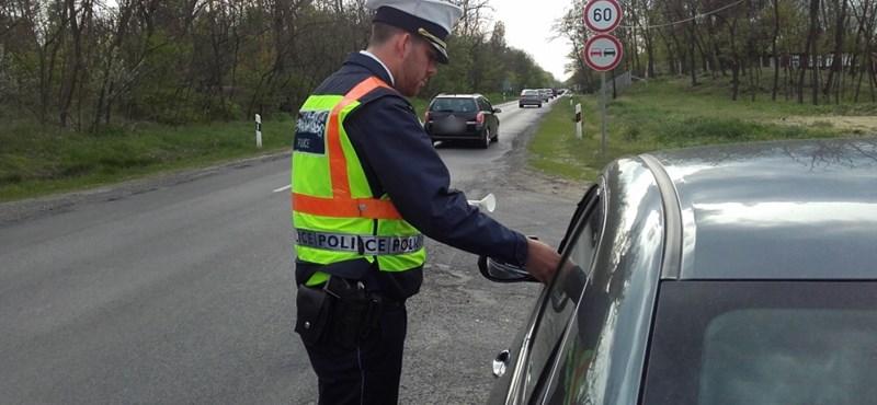 Tolatóradar: vasárnaptól ezt nézik a rendőrök, ha megállítják a közúti ellenőrzésnél