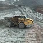 Így lehet driftelni egy 40 tonnás járművel – videó
